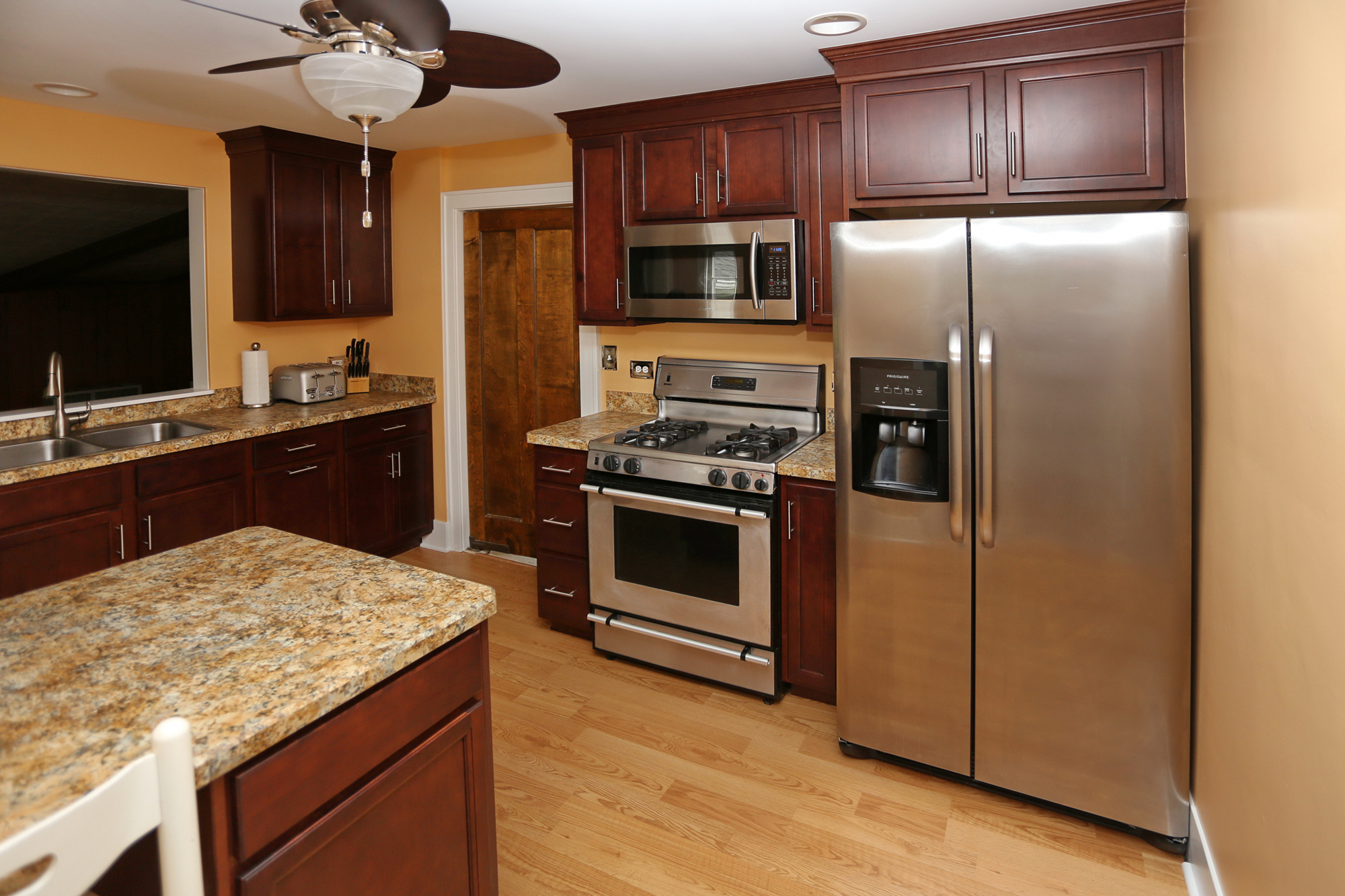 Ugly Laminate Kitchen Cabinets