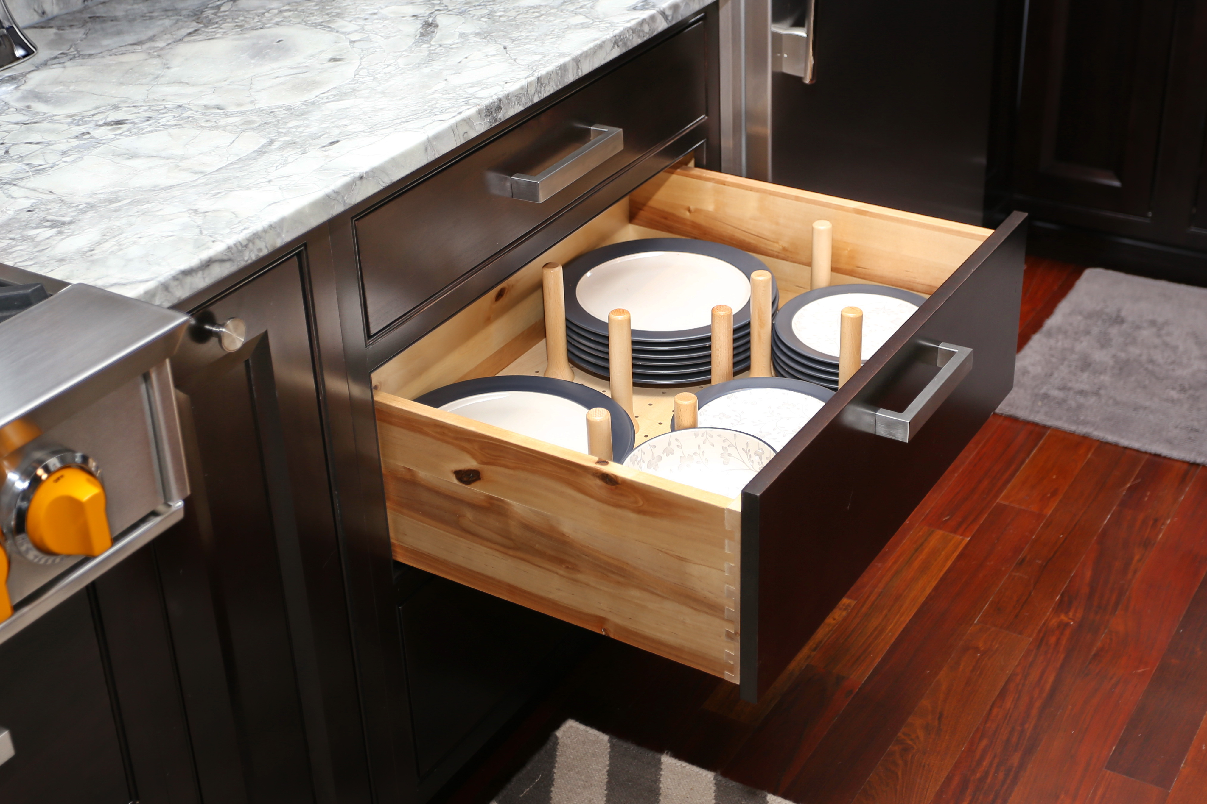 """6 Kitchen Cabinet Features That Will Create A """"Wow"""